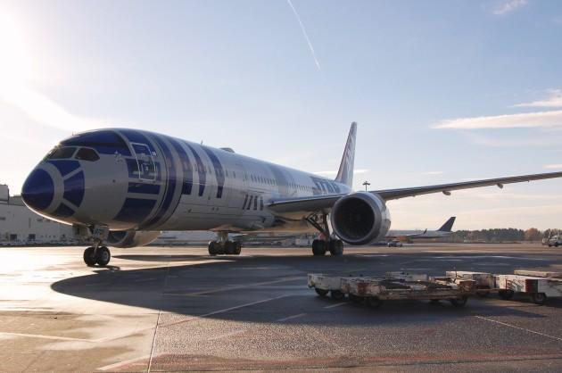 Image: R2-D2 jet