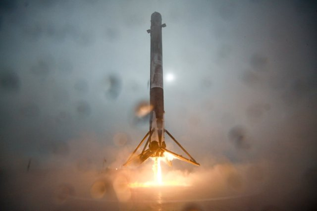 Image: SpaceX Falcon landing