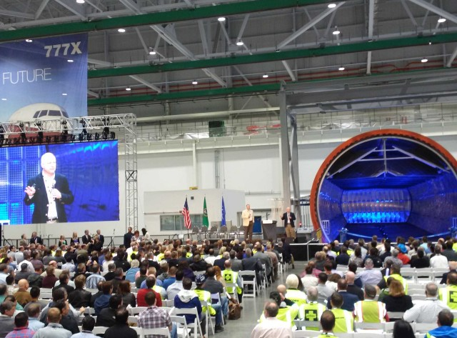 Image: 777X Wing Center opening