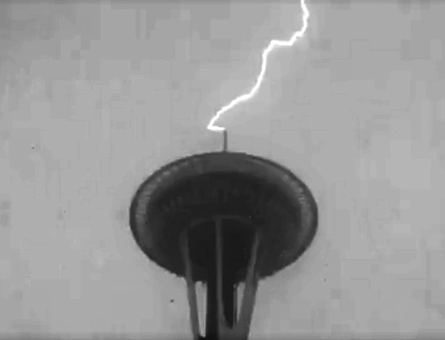 Lightning at Space Needle