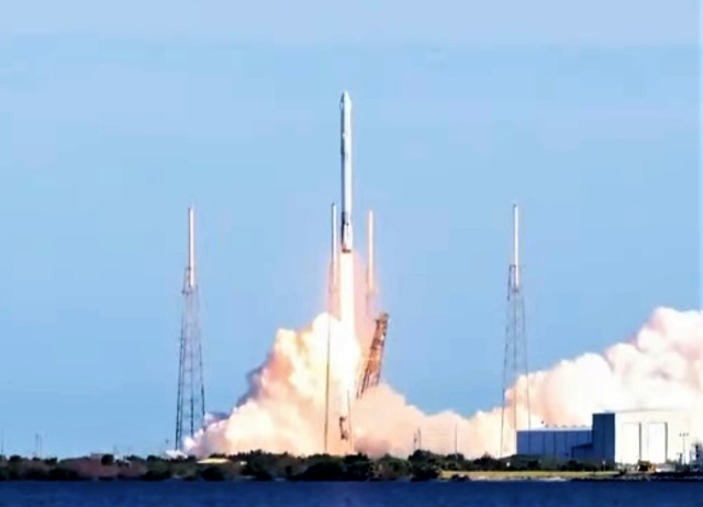 Falcon 9 liftoff