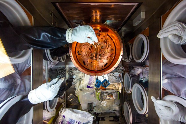 Experiment cryostat