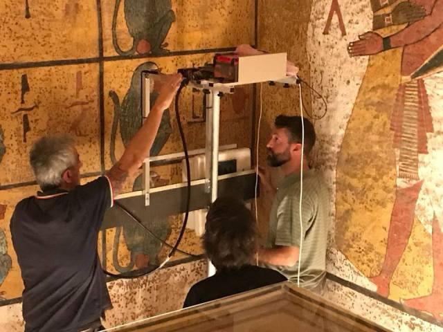 Scanning Tut's tomb