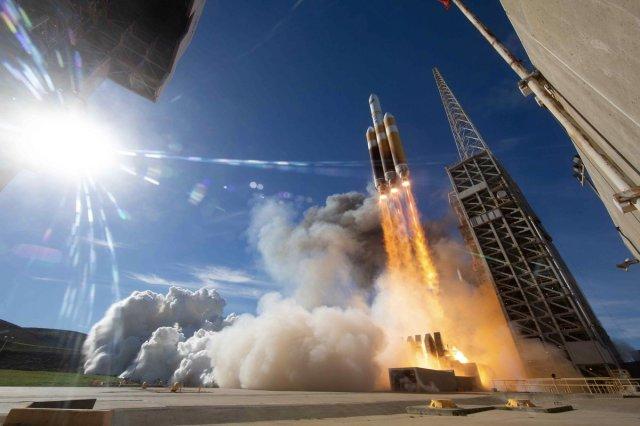 Delta 4 Heavy liftoff