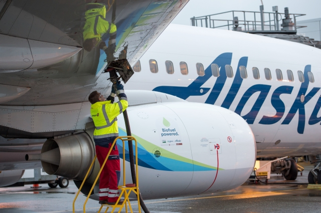 Biofuel fillup for Alaska Airlines